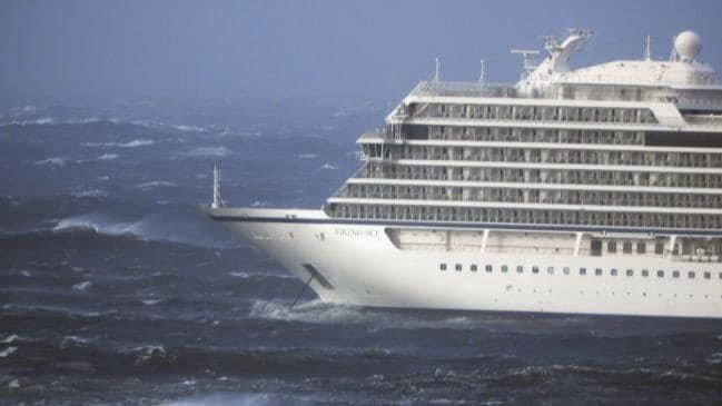 Круизное судно Viking Sky терпит бедствие у берегов Норвегии