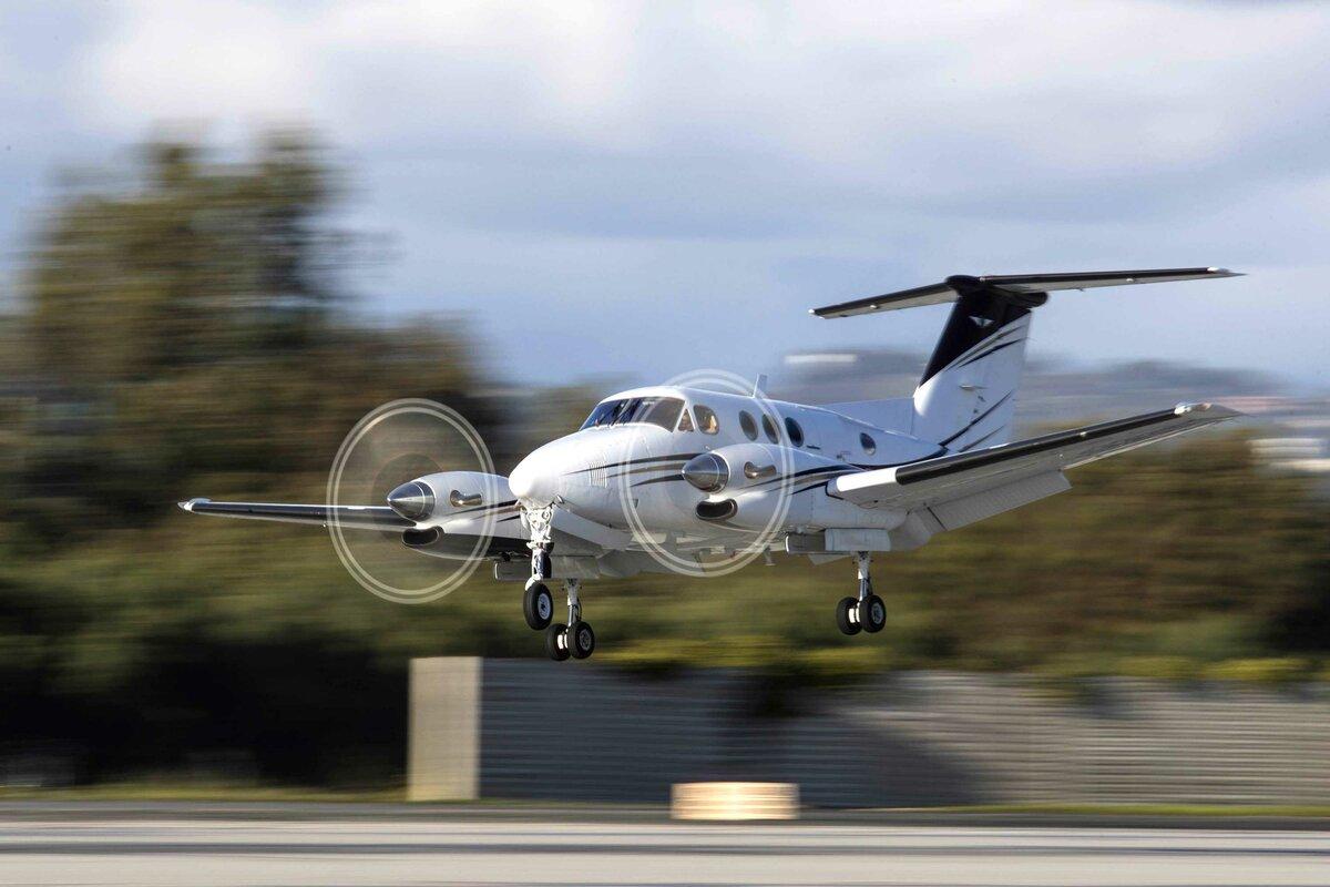 Региональный авиалайнер Beechcraft KingAir 300