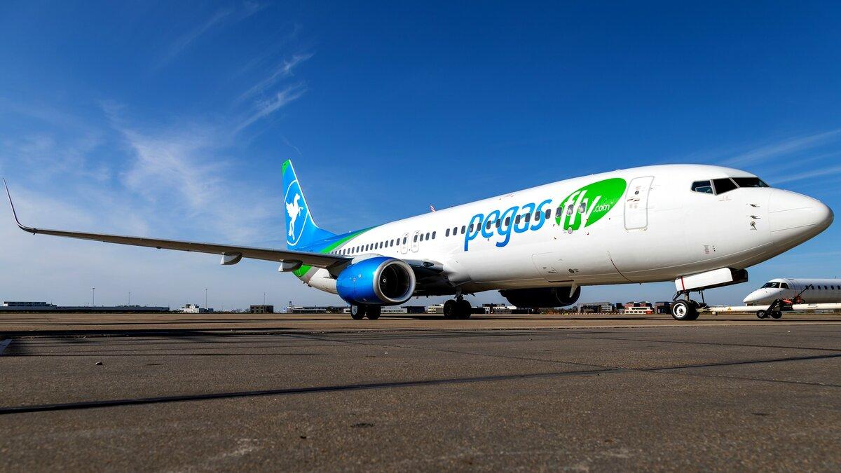 Первый в России Boeing 737–900 начал полеты в ливрее Pegas Fly