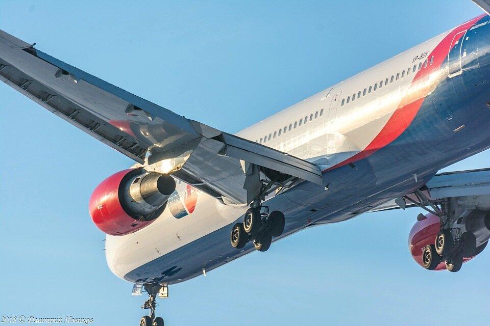 Boeing 767-300ER авиакомпании Azur Air загорелся при посадке