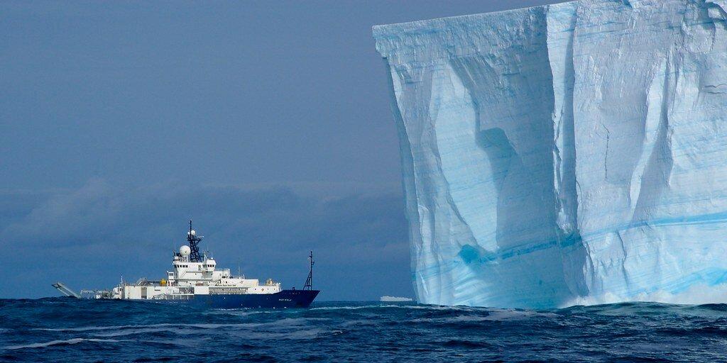 Зачем буксируют айсберги