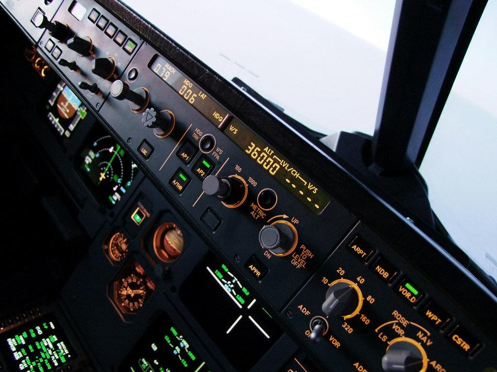 Airbus поднял авиалайнер в воздух с помощью автопилота