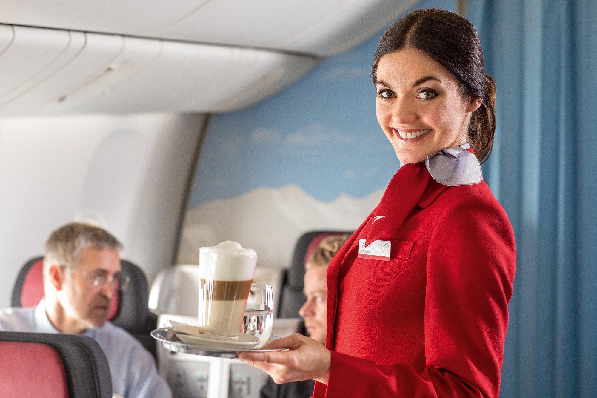 От плетенных кресел и до встроенных экранов: как менялся интерьер пассажирского самолета