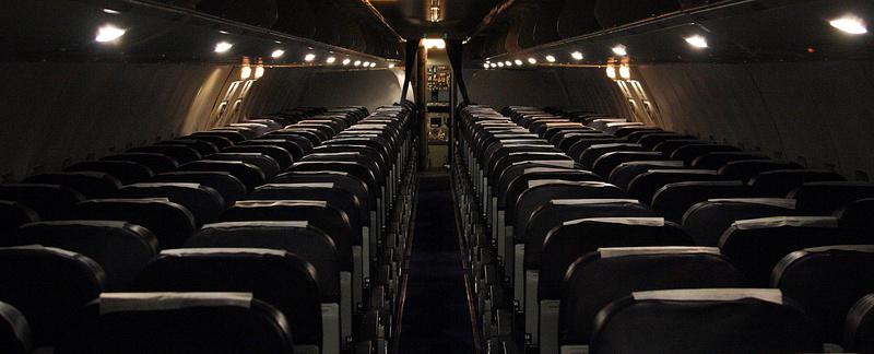 В самолете приглушают свет, чтобы легче было заснуть?