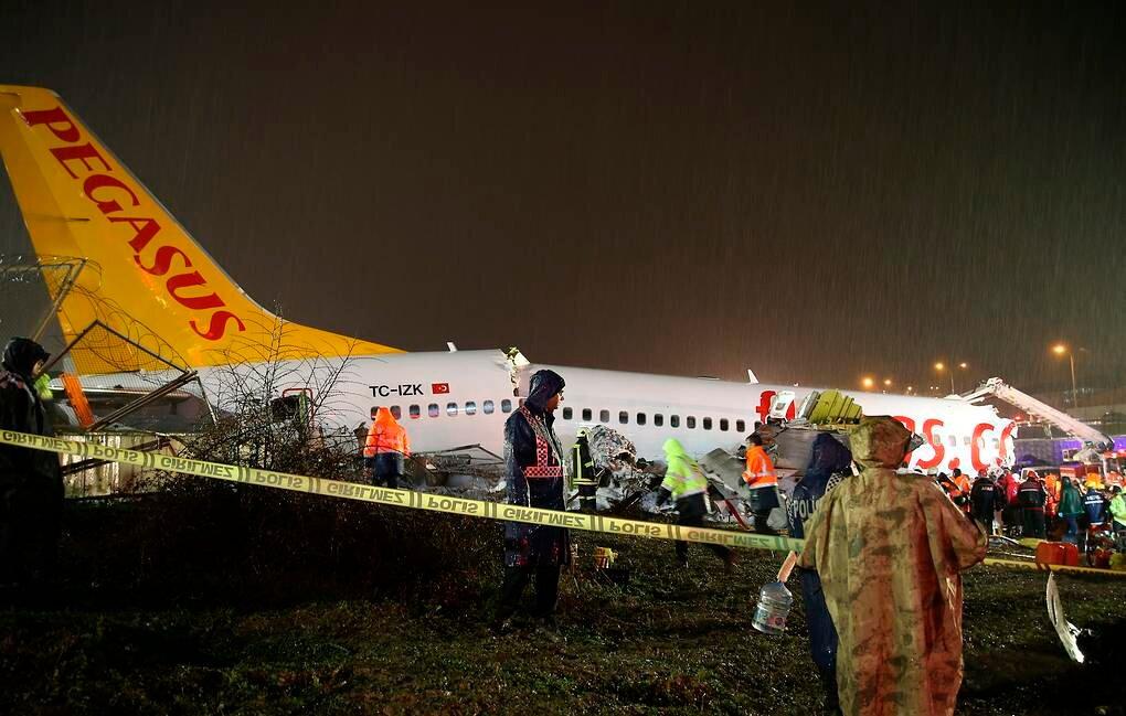 Видео: жесткая посадка самолета в стамбульском аэропорту