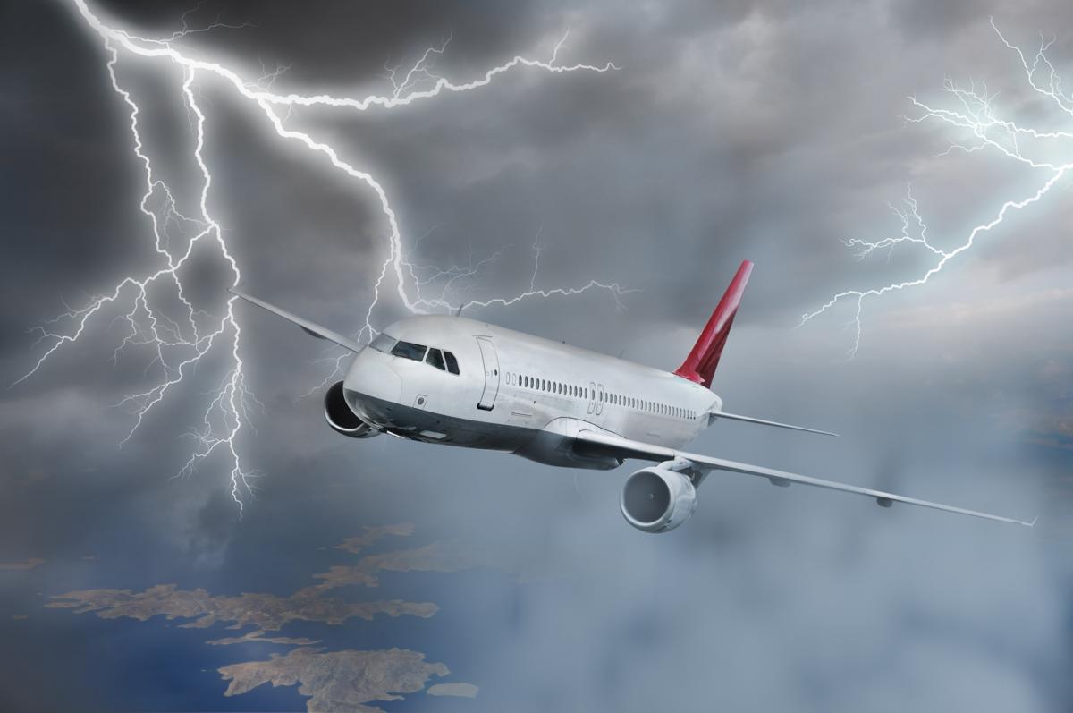 Молния и самолет: 5 коротких ответов на самые частые вопросы