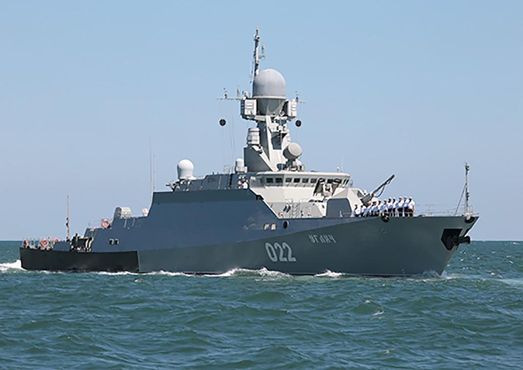 Корабли Каспийской флотилии вышли в море на стрельбы