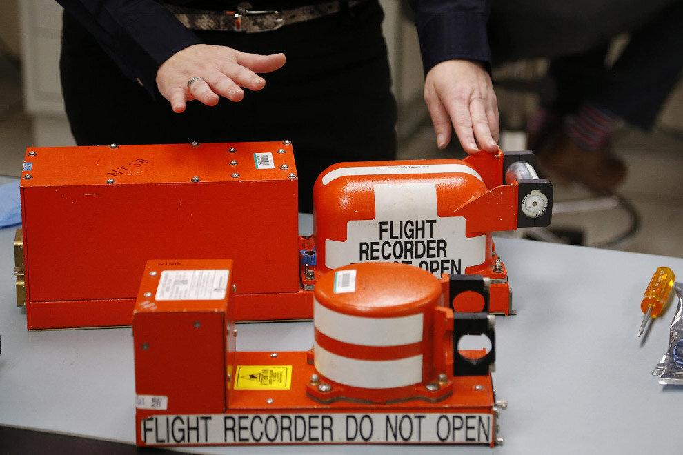 Где на современном самолете сейчас используют магнитную ленту?