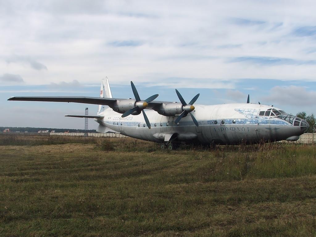 Как в СССР самолет сел на кукурузное поле
