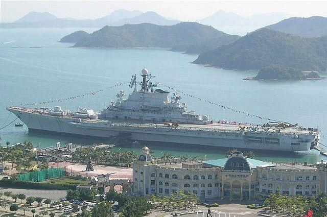Как авианесущий крейсер «Минск» стал развлечением для китайцев?