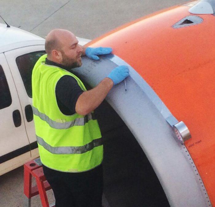 Можно ли на самолете починить что-то скотчем?