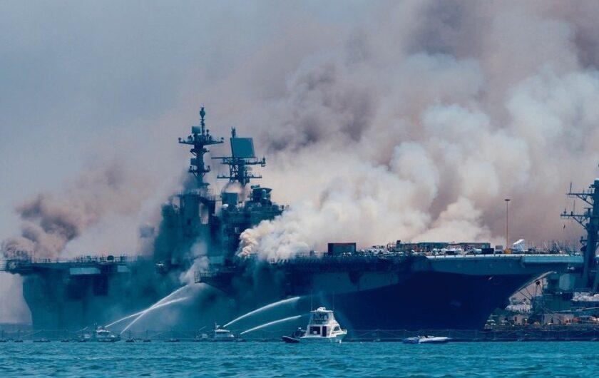 ВМФ США отправят сгоревший LPD-6 Bonhomme Richard на слом