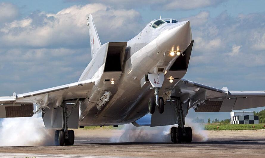 Три бомбардировщика Ту-22М3 впервые приземлились на аэропдроме Хмеймим в Сирии