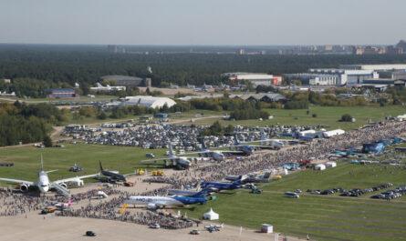 Экспозиция международного авиакосмического салона МАКС-2021