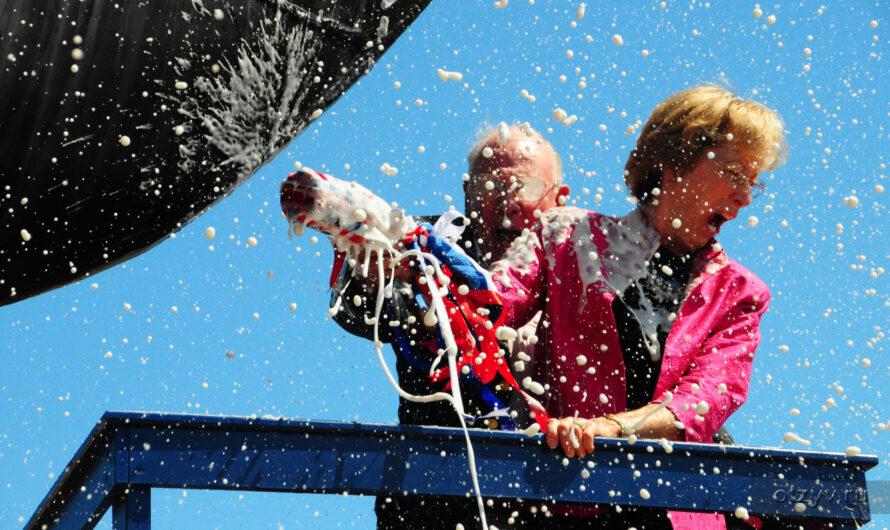 Кто придумал разбивать шампанское о борт корабля и зачем?