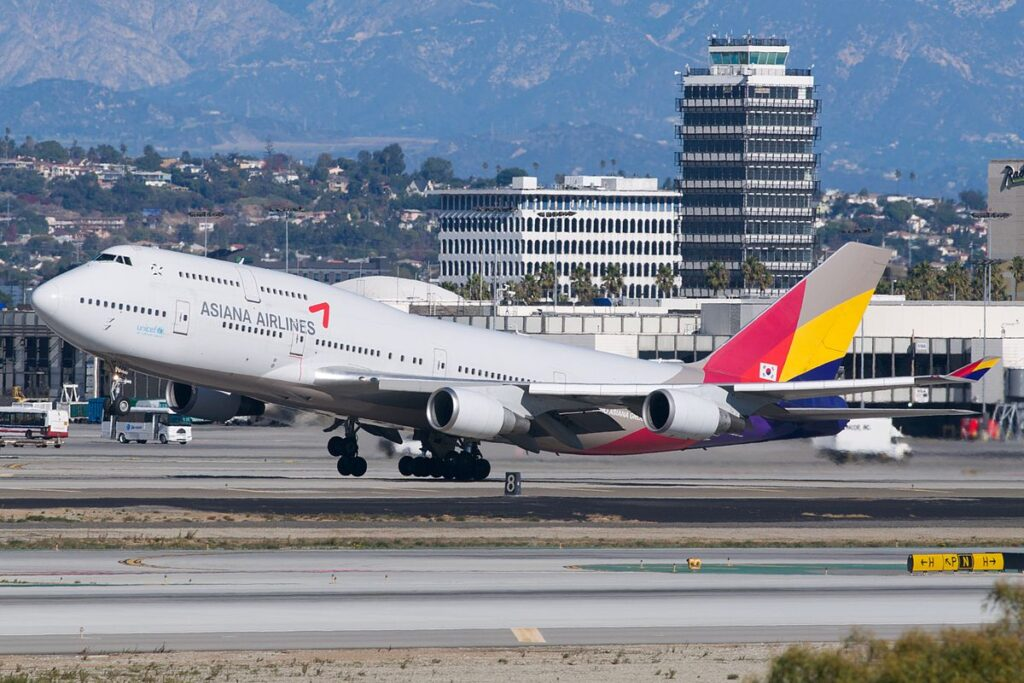 Asiana Airlines Boeing 747-400